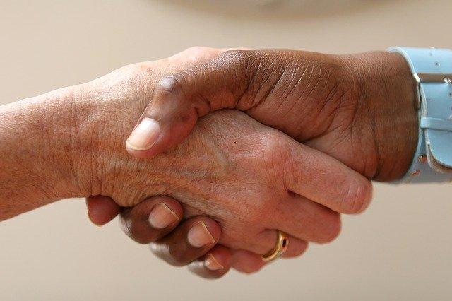 Czym jest umowa o pracę, co powinna zawierać i jakie są rodzaje umów o pracę?