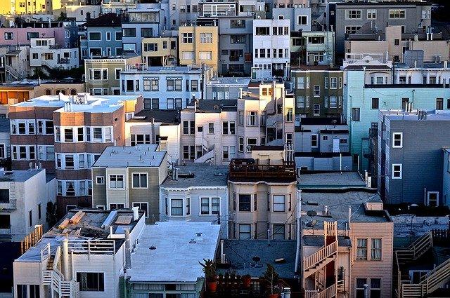 Zmiana miejsca zamieszkania, a rynek pracy i ceny mieszkań
